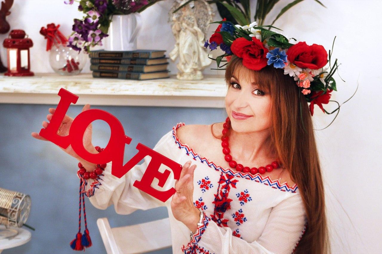 Наталья Высоцкая- ведущая, тамада.